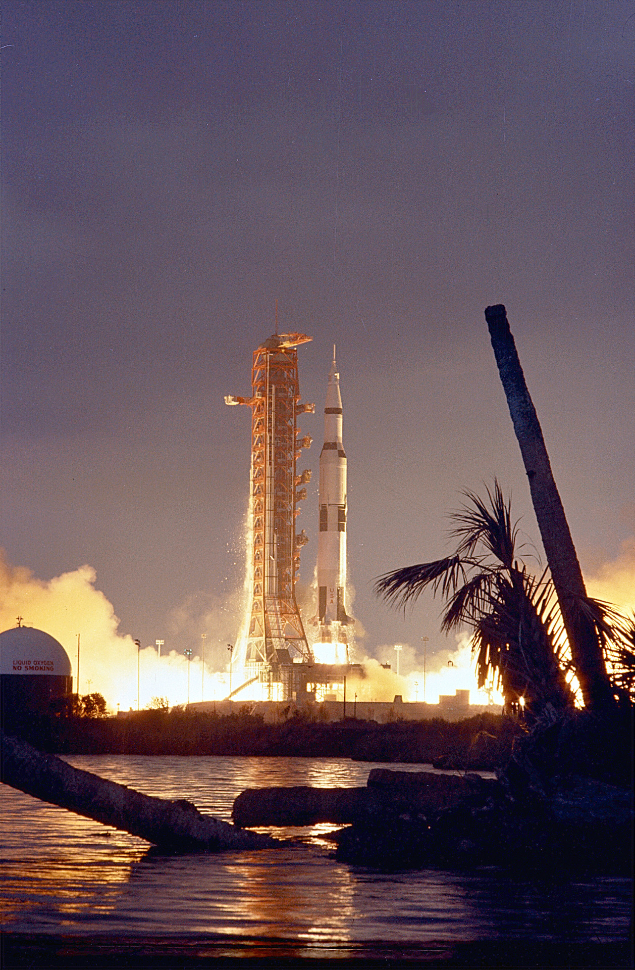 The Apollo 14 :: top 17 sources of free stock images for content